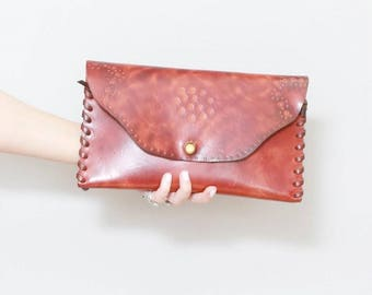 Vintage 1970's Pretty Brown Floral Tooled Leather Clutch