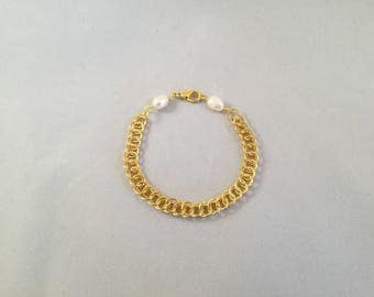 Chainmaille bracelet. Persian 3 in 1 chainmail weave made with gold plated rings with 2 freshwater pearls at either ends of the chain.