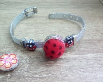 Metal bracelet featuring a snap with charms - Ladybug