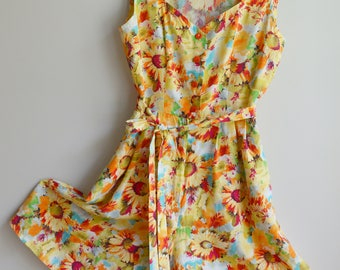Vintage playsuit / romper in bright daisy print - Approx size 10