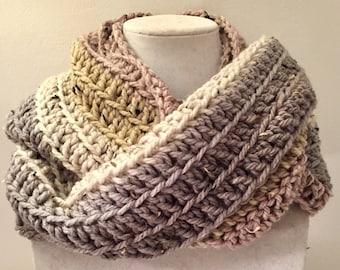 Chunky Infinity Scarf, Crochet Infinity Scarf, Beige Chunky Scarf, Chunky Scarf, Infinity Scarf, Crochet Scarf, Beige Scarf, Neutral Scarf