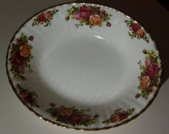 "Royal Albert - Old Country Roses Bone China 9"" Oval Vegetable/Serving Bowl"