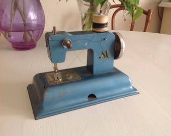 Vintage Metal Toy Sewing Machine shabby chic M