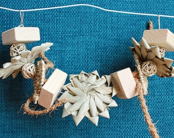 Palm Daisy Arch Hanging Toy - Chinchilla and Small Animal