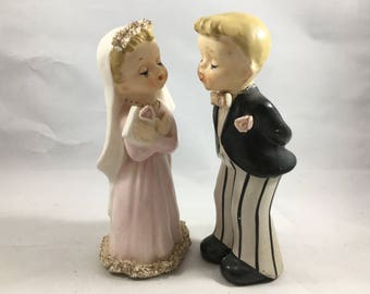 Vintage Midcentury F-55 Norcrest Wedding Cake Topper Kissing Couple Bride and Groom In Great Condition - Some Paint Wear to Groom