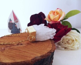 Quartz necklace and Golden details + necklace