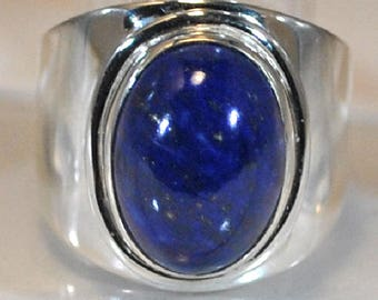 Sterling silver ring with lapis lazulis setting