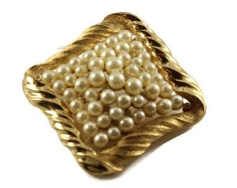 Vintage Trifari Signed Pearl Brooch Pin Size 43 x 43mm J0063 Vintage Costume Jewelry