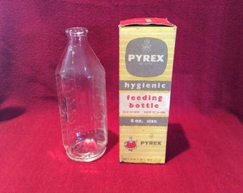 Pyrex JAJ Hygienic 8oz Clear Glass Baby Feeding Bottle circa 1960