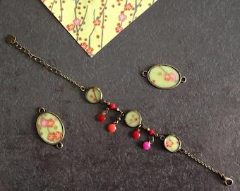 Bracelet bronzes and floral Japanese paper.
