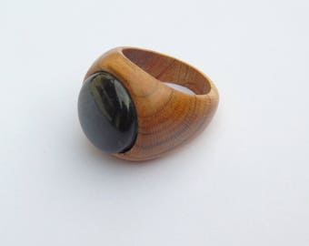 Black stone with apricot wood from the Moselle Valley ring
