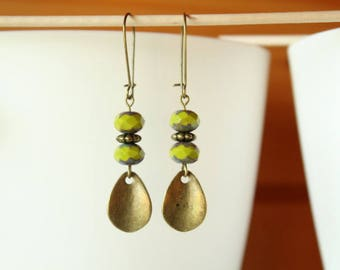 Earrings green faceted Bohemian beads and drop curved bronze