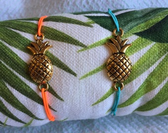 TORTUGUERO thin elastic bracelet with pineapple connector.