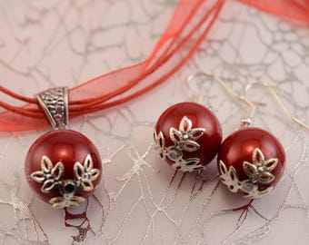 Necklace and earrings in red and silver ball