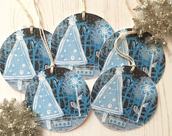 Pack of 5 Christmas tags - 5 round Christmas tags - Christmas tree tags - roubd present tags - festive tags - holiday tags