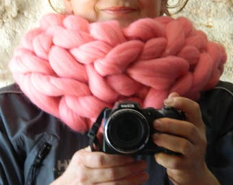 Super chunky infinite scarf. Pink chunky knit scarf. Oversize Snood Scarf. Pink Chunky Cowl. Big Yarn Scarf, Christmas gift. Gift for Her.