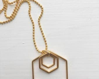 Delicate geometric necklace
