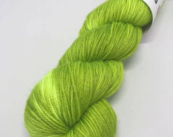 Hand Dyed Yarn Wool 80/20% Superwash Merino/Bamboo 400m 100g Hank Sock Fingering 4Ply Oddball Lime Green Semi Solid