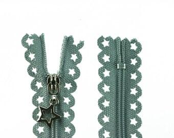 1 zip with stars 25cm grey