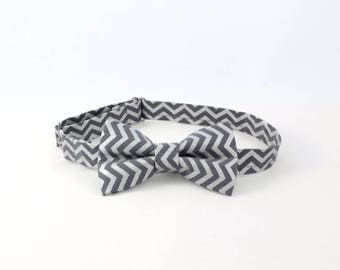 Chevron charcoal gray bow tie with silver pattern; Dark gray boy bow tie, blue bow tie,cotton bow tie for toddlers, gray chevron baby bowtie