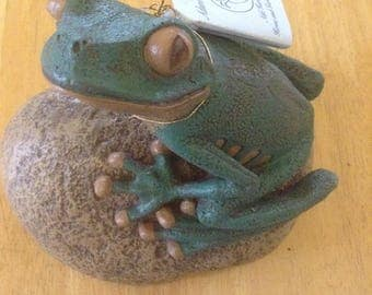 Tree Frog on Rock - Home and Garden Accent - Made of Bonded Marble