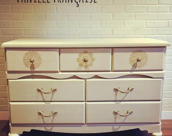 French Vanilla: Dresser