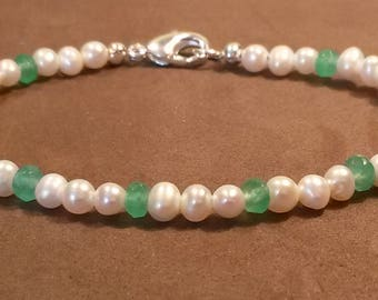 Natural Emerald and fresh water pearl bracelet in 925 silver