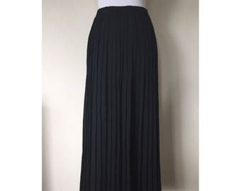 1910's Black Long Pleated Skirt // Size M
