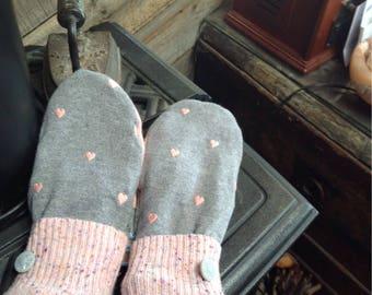 Dainty heart motif sweater mittens, ladies medium