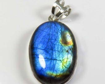 Charming~ 925 Sterling Silver Labradorite Pendant. 11.65 Grm. Blue Flash Labradorite Gemstone Pendant jewelry. Natural Labradorite cabochon