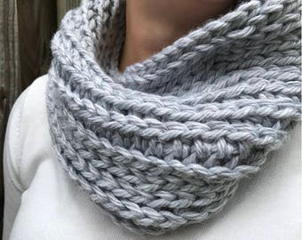 Chunky Crochet Cowl - Gray // Silver // Heather