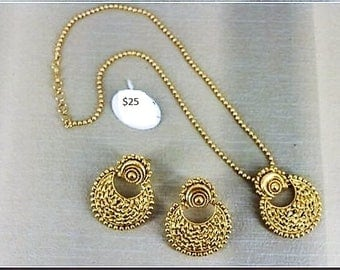 Beautiful one string gold plated necklace with earrings