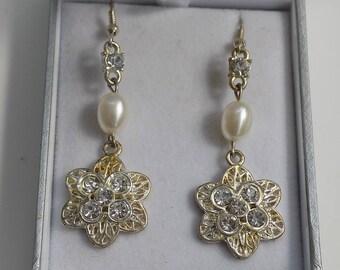 Vintage Rhinestone Faux Pearl Earrings | vintage jewellery