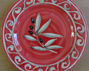 Olive design with swirls rimmed plate