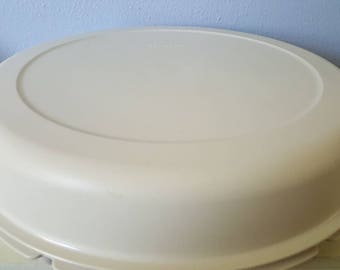 Tupperware divided tray with lid