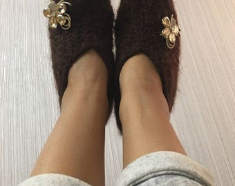 Woman house slippers m, home shoes with decoration, handmade Wool 100%