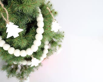 Winter Wonderland Felt Ball Garland, Pom Pom Garland, Nursery Bunting, White Nursery, Winter Decor, White Christmas Decor, Snow Felt Balls