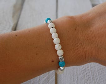 Bracelet of pearls in natural stones and turquoise