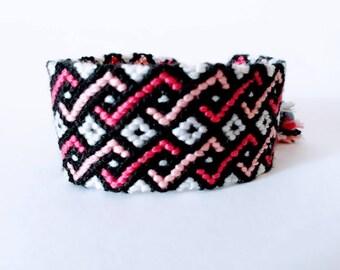 model: love etc (friendship bracelet 24 threads)
