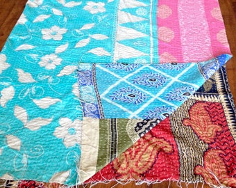 Kantha vintage quilt made with 100% organic cotton. Gudri bedspread