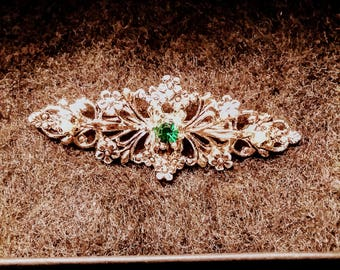Gold pin with Emerald