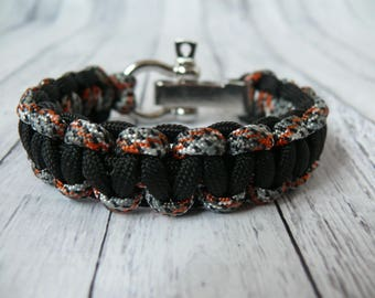 Paracord bracelet Men's Bracelet Survival Bracelet Bracelet for Men Gift for a man Gift for a father Gift for a guy Black bracelet