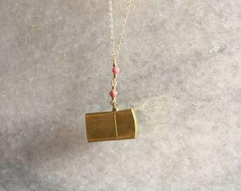 Vintage lighter • lighter • necklace • gold lighter necklace • vintage necklace • pendant necklace • pendant.• lighterpendent • jewelry