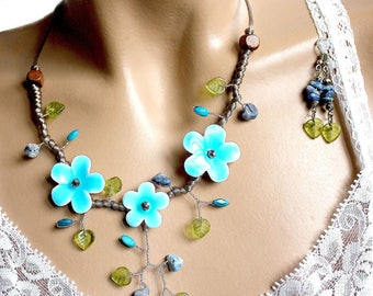 Necklace three colors Blue and green flowers
