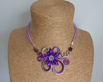 Purple aluminum pendant necklace / silver and satin flower