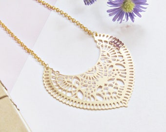 Chain with an ethnic gold bib necklace