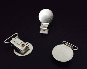 X 1 pacifier clip, tie clip, pacifier / metal strap clip.