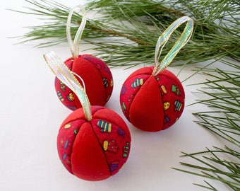 Set of 3 Christmas baubles in red fabric