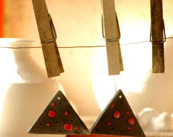 Set of 2 triangles for earrings - black dots Red