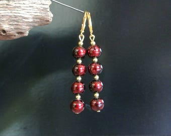 Beautiful iridescent red and black for these earrings overlay 4 beads 8 mm round red-black 3 mm beads interspersed with gold